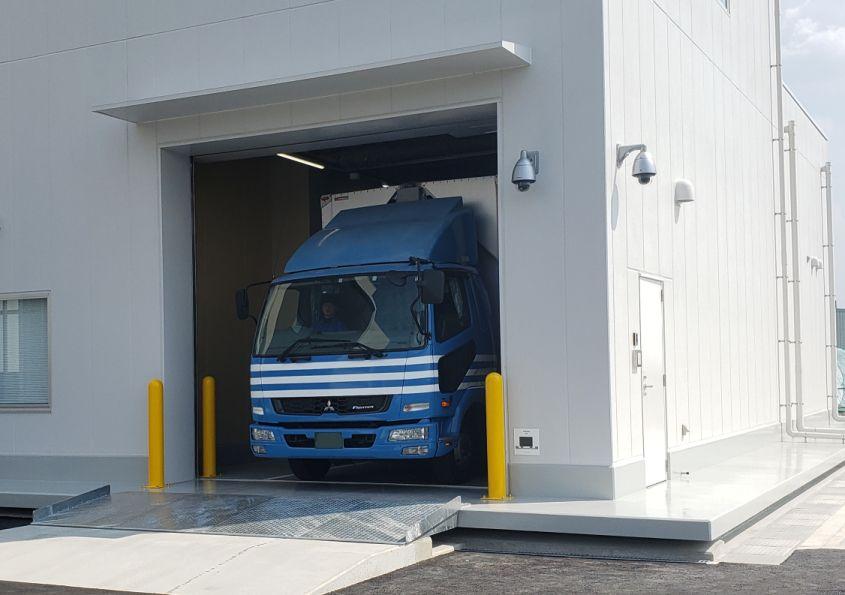 密閉式トラックバース搬入口